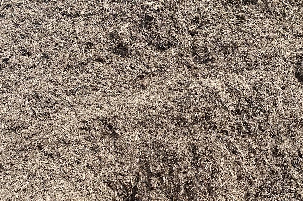 light brown mulch